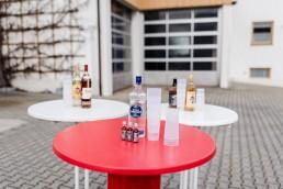 Der Getränkemarkt Getränke Brielbeck in Ascha bietet mit seinem Partyservice Barzubehör, Bartische und Getränke für jede Party.
